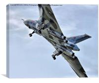 Vulcan XH558 takes off at Farnborough 2014, Canvas Print