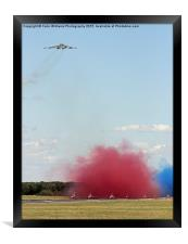 Final Vulcan flight with the red arrows 10, Framed Print