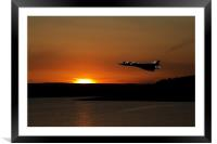 avro vulcan sunset, Framed Mounted Print