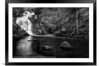 Spectacle ee waterfall, Framed Mounted Print